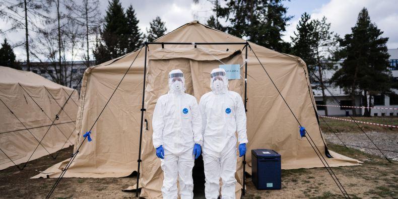 Pomoc s testováním, hlídání dětí, ale i výzkum. MU se během pandemie zapojila do řešení celé řady témat.