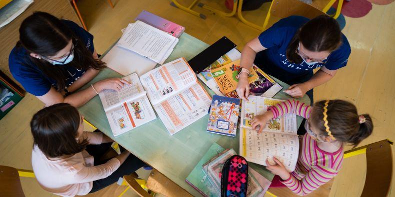 Studenti Pedagogické fakulty MU pomáhají se zajištěním výuky ve spádových školách.