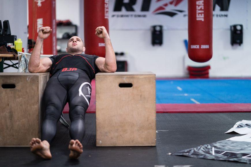 Bojovník MMA Jiří Denisa Procházka.
