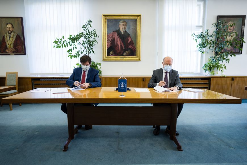 MU Rector Martin Bareš and Alois Nečas, his counterpart at the University of Veterinary and Pharmaceutical Sciences.