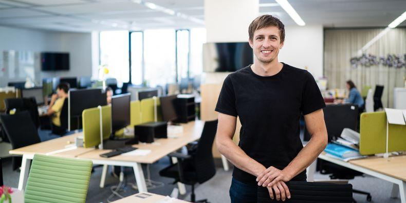 Ondřej Nevělík chtěl být původně profesionálním sportovním lezcem. Teď se naplno věnuje zabezpečení mobilních zařízení.