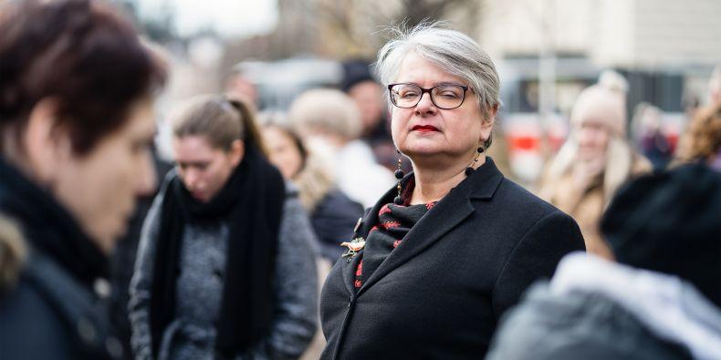 Sama Bernadette Jaworsky má ukrajinské kořeny – její rodiče pochází ze Zakarpatí, za druhé světové války byli na nucených pracích a po ní odešli do Spojených států. V roce 1951 se usadili ve městě Willimantic v Conecticutu.