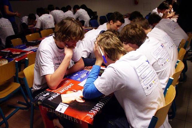 Letos si piškvorky zahrálo 871týmů ze 470škol. Včetně školních turnajů se zúčastnilo na 22tisíc středoškoláků. Foto: Jana Počtová.