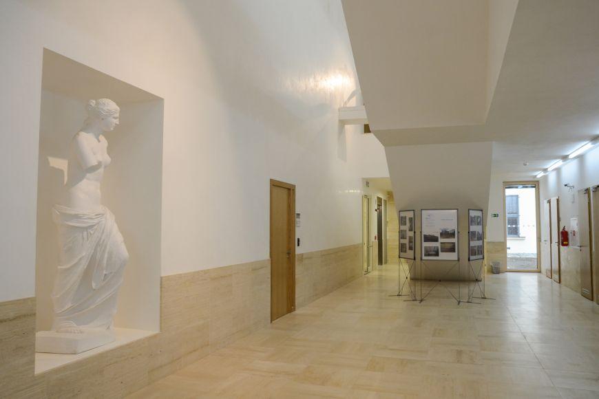 Venuše Mélská - socha představuje bohyni lásky akrásy Afroditu.