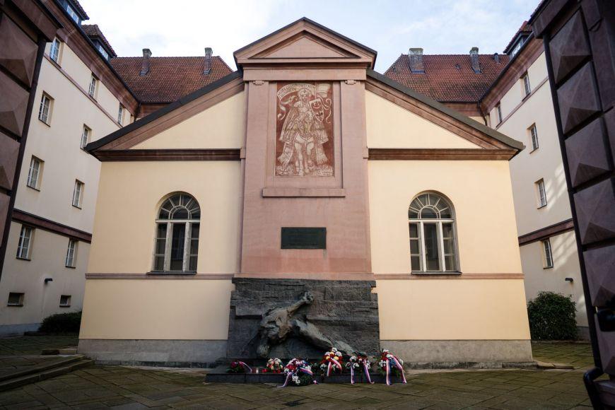 Památník obětí nacistické totality.