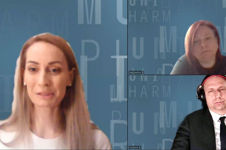 Kandidáti na děkana Farmaceutické fakulty MU - vlevo Petra Bořilová Linhartová, vpravo Radka Opatřilová aDavid Vetchý.