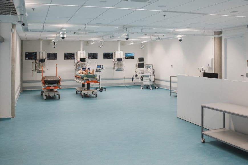 Fully equipped emergency room.
