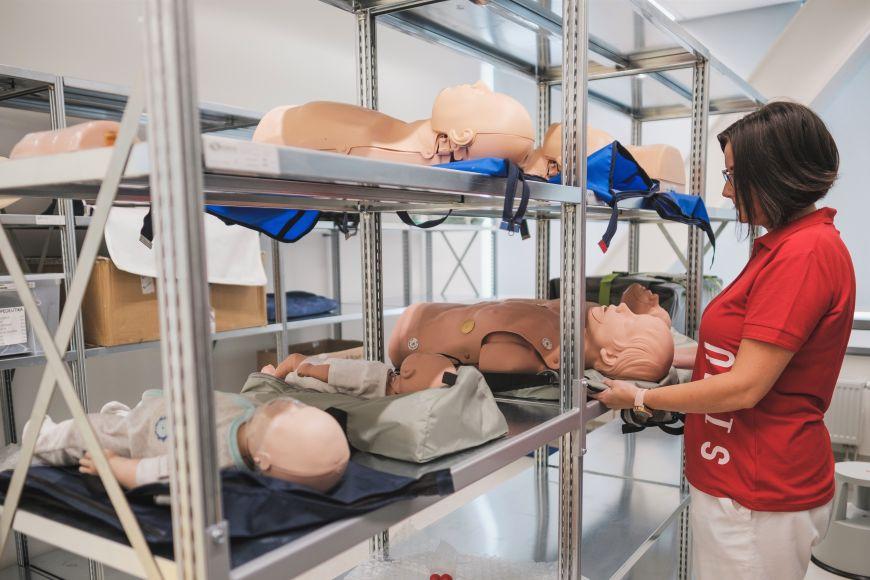 Simulátory ajejich součásti čekají na využití ve skladu.