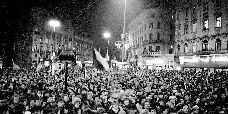 Brněnské náměstí Svobody v listopadových dnech roku 1989.
