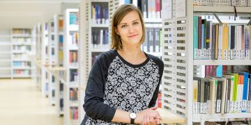 Hana Sloupenská mimo jiné spravuje obsah webových stránek a facebookového účtu, hlavně to druhé vyžaduje neustálé rychlé reakce na podněty a dotazy čtenářů.