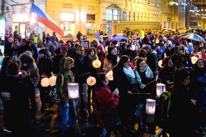 Studenti pořádají 17. listopad už řadu let lampionový průvod ke vzpomínce na události zlet 1939 a1989.