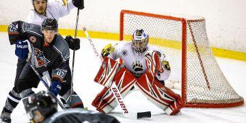 Nir Tichon, gólman pocházející z Izraele, miluje hokej jako nic jiného. Angažmá v Česku je součástí jeho velkého snu dostat se do velké profesionální soutěže. Třeba i do kanadsko-americké NHL.