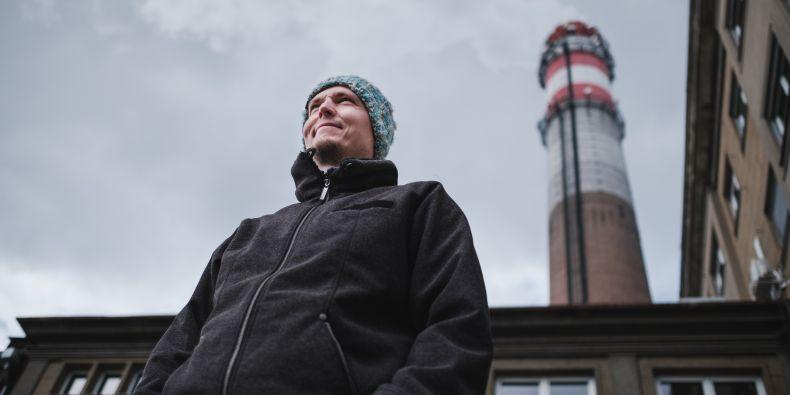Jan Blažek u teplárny na Špitálce, kde vzniká projekt komunitního bydlení v Brně.