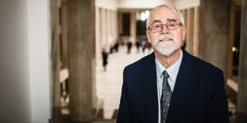 Profesor Roger Fisher z kanadské Yorkské univerzity.