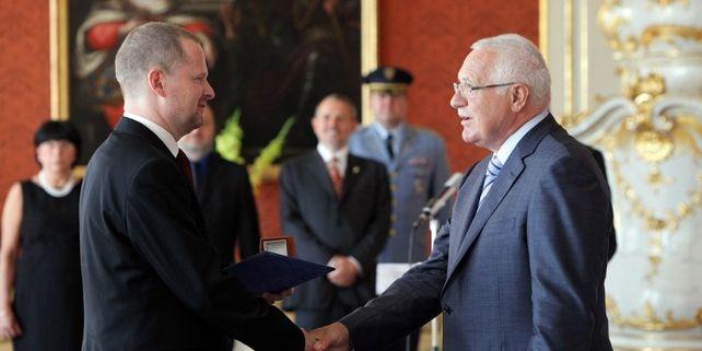 Fiala je prvním rektorem vysoké školy, který od prezidenta toto ocenění získal. Foto: Mediafax.