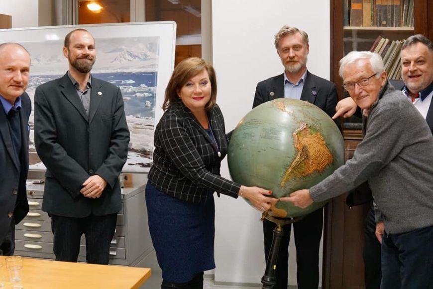 Schillerová po skončení oficiální části programu navštívila ještě polární výzkumníky na Přírodovědecké fakultě MU.