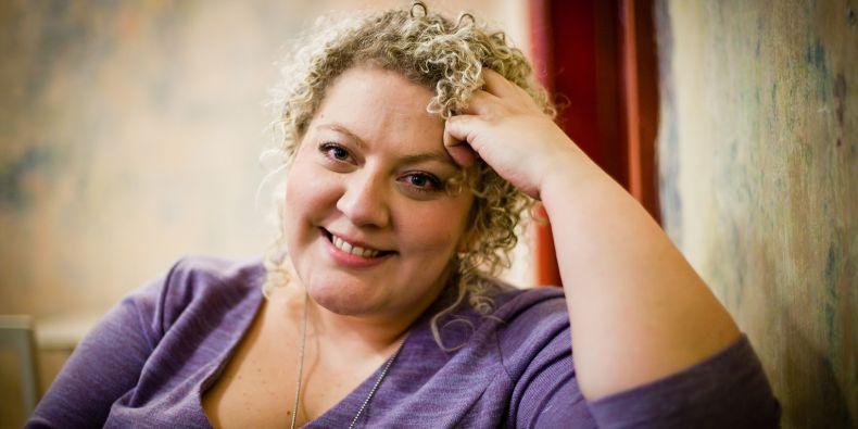 Beata Holá vystudovala žurnalistiku a psychologii na Fakultě sociálních studií MU.