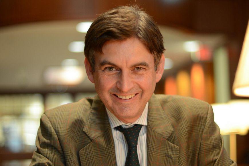 Americký historik Andrew O'Shaughnessy přijede na MUNI přednášet adebatovat odemokracii.