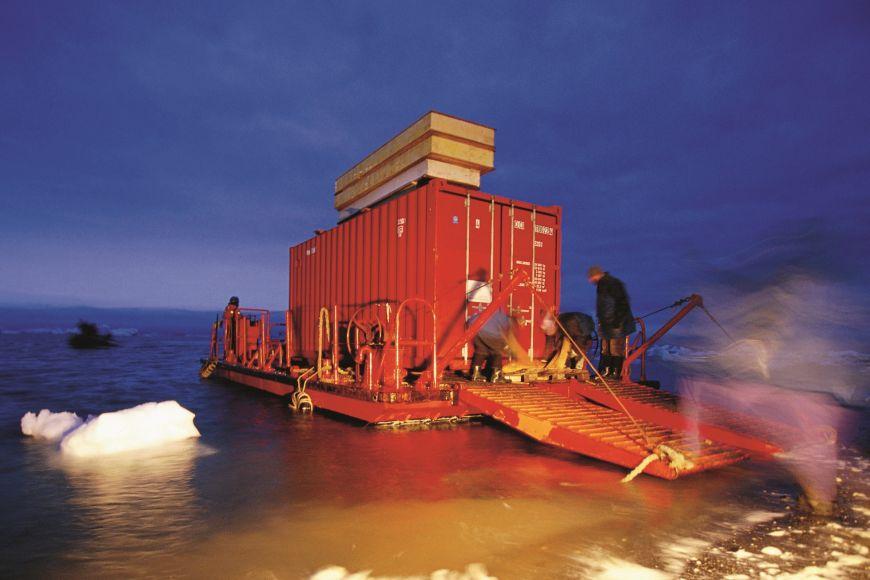 Všechny technické systémy stanice jsou vkontejnerech, které se původně použily na přepravu materiálu na ostrov.