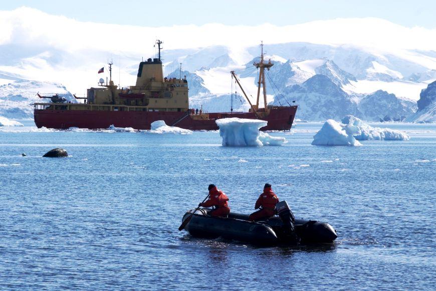 Výpravy využívaly pro dopravu chilský vojenský ledoborec.