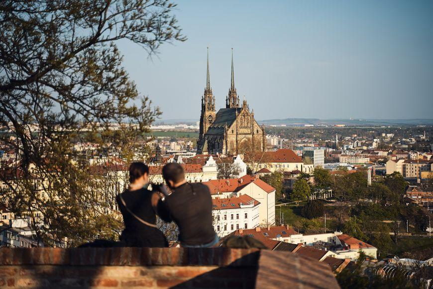 Jeden znejoblíbenějších výhledů na město ze Špilberku na Petrov.