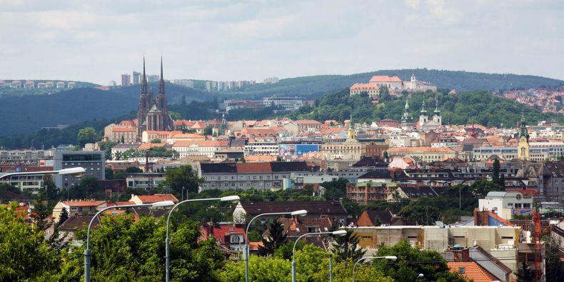 Hrad Špilberk a katedrála na Petrově, dvě dominanty Brna.