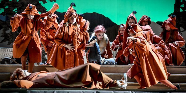 Autorem opery Příhody lišky Bystroušky je Leoš Janáček, který byl vůbec prvním čestným doktorem Masarykovy univerzity a složil také její první fanfáry.