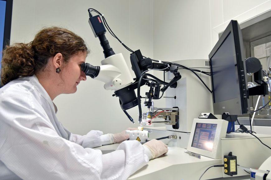Laboratoř pro analýzu nanostruktur.