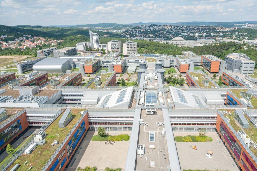 Univerzitní kampus Bohunice se pyšní zelenými střechami azavádí také opatření na snižování energetické náročnosti budov.