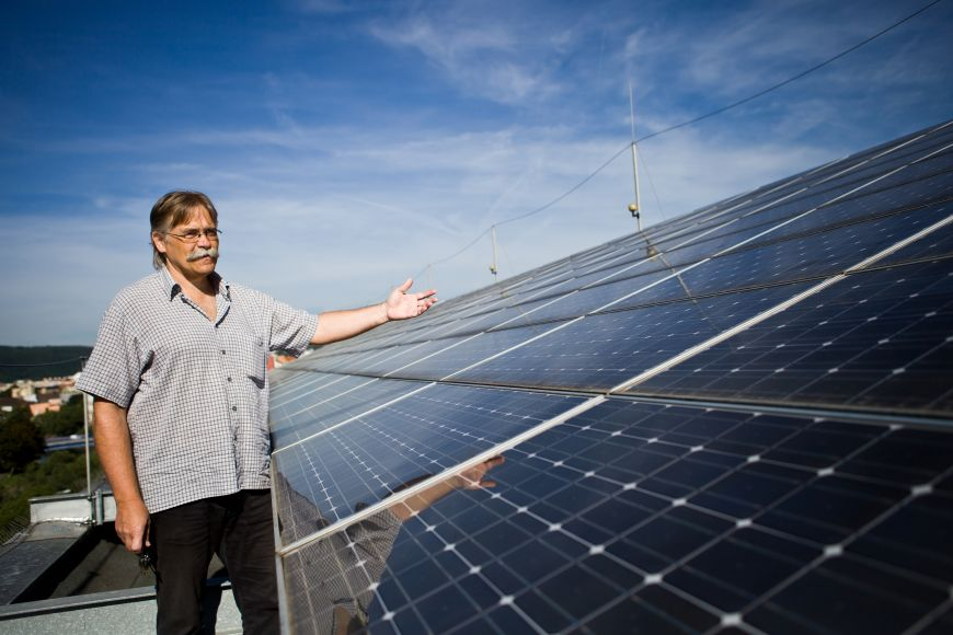Pedagogická fakulta MU už téměř patnáct let na střeše jedné ze svých budov spravuje solární elektrárnu sročním výkonem 40megawatthodin.