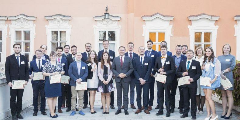 Mladí vědci byli ocenění na francouzském velvyslanectví v Praze.