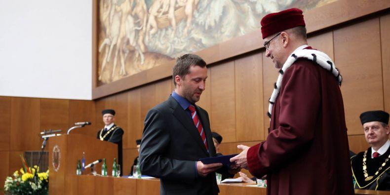 Cenu rektora MU za významný tvůrčí čin získal Peter Milo z filozofické fakulty.