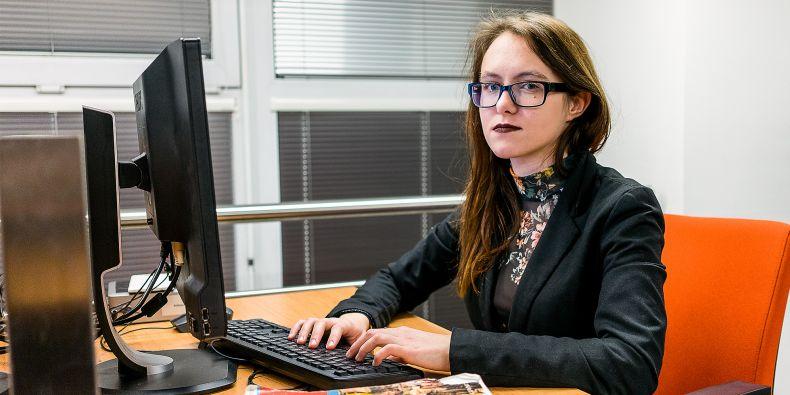 """""""Už před příchodem do Brna jsem si všechny praktické informace, které se týkají studia, zjišťovala dopředu. Informační systém jsem znala skoro nazpaměť, ještě než vůbec začal semestr,"""" říká Alexandra Bečková."""