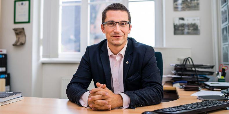 """""""Nejlepší věc, kterou můžeme studentům dát, je, že odchází z přednášky či semináře s otázkami, které je do té doby ani nenapadlo si položit,"""" říká oceněný pedagog Stanislav Balík."""