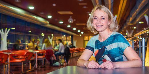 Iva Hrnčiříková je na Masarykově univerzitě garantkou oboru Regenerace a výživa ve sportu a zároveň působí jako výživová poradkyně.