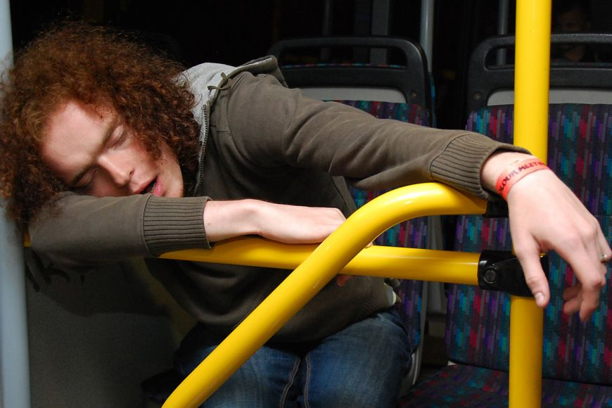 As a rule night buses are filled with socially-tired students, and as a rule someone falls asleep on them.