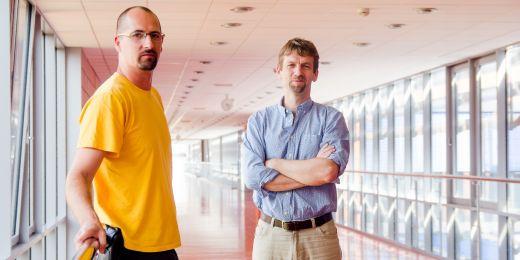 Mário Špírek (vlevo) a Lumír Krejčí, dva hlavní strůjci objevu