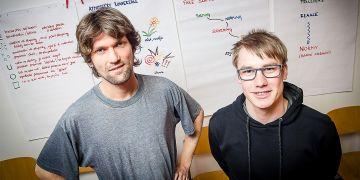 Ondřej Přibyla (vlevo) a Petr Sucháček se snaží mladým učitelům pomoct, aby se cítili sebejistě a hledali svoje cesty, jak dobře učit.