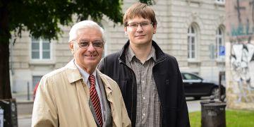 Profesor Rudolf Šrámek a jeho doktorand David Vaculík.
