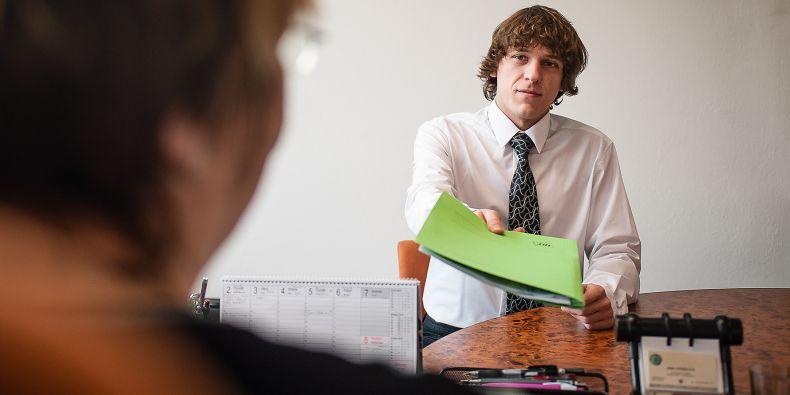 Kariérní centrum může pomoct se začátkem kariéry.