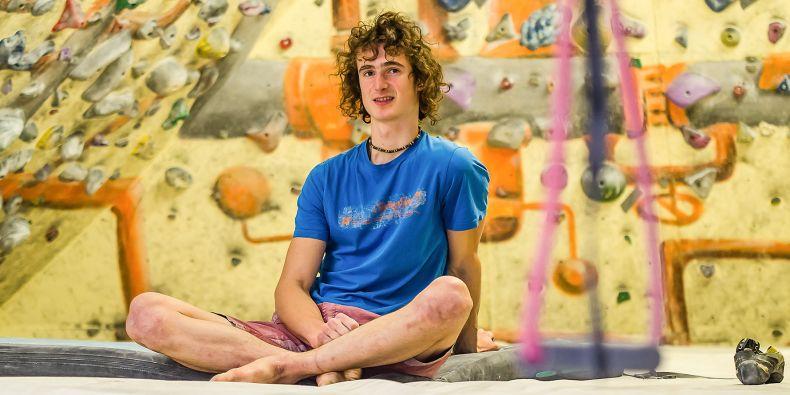 Adam Ondra je mistrem světa v lezení na obtížnost i v boulderingu.