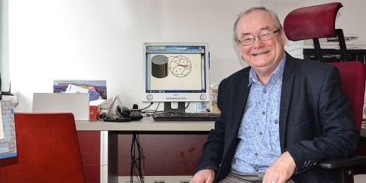 Mojmír Šob z výzkumné skupiny Syntéza a analýza nanostruktur Ceitecu MU.