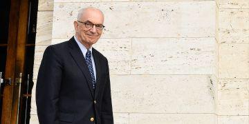 Koordinátorem spolupráce na americké straně je profesor Michael P. Seng, který dosud nevynechal ani jedinou příležitost pro návštěvu Česka.