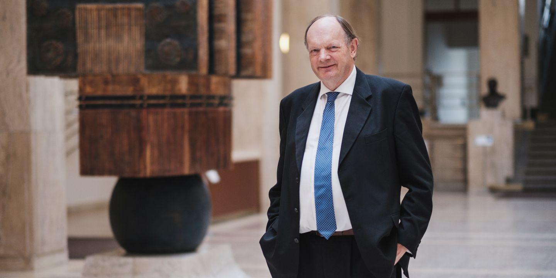 David Philip Lane po předání čestného doktorátu na návrh Lékařské fakulty MU.