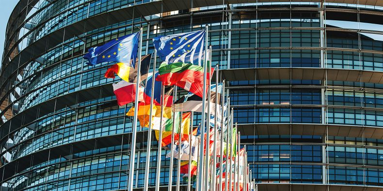 627,8 miliard korun je rozdíl mezi tím, co ČR zaplatila a co dostala z EU od vstupu do Unie do poloviny roku 2016.