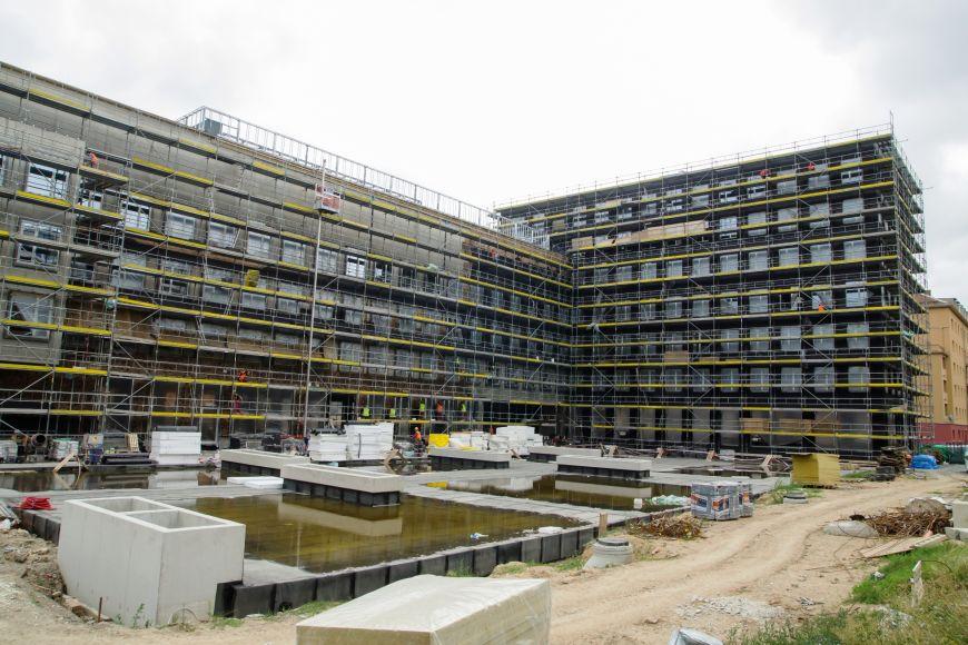 V Botanické ulici roste nová budova fakulty informatiky.