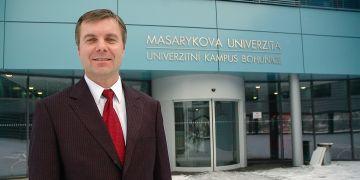 Předsedou výboru centra se stal děkan Jiří Nykodým.