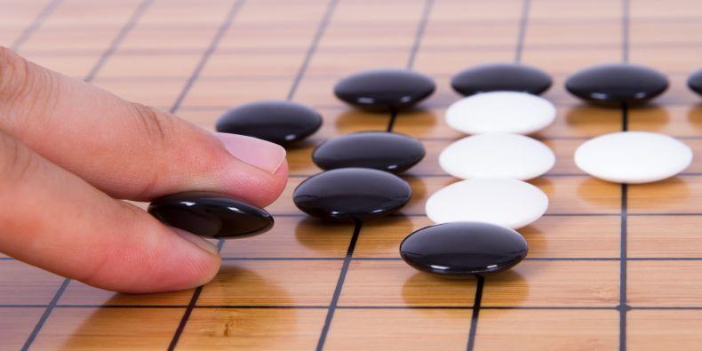 Go, desková hra pro dva, pochází z Číny a vznikla ve 2. tisíciletí př. n. l. Do dneška se zachovala díky jejímu rozvoji v Japonsku.