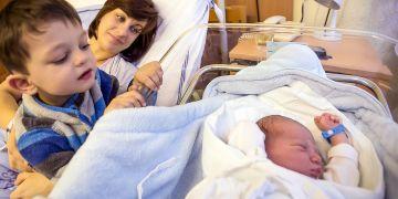 Ženy zkracují dobu mezi narozením prvního a dalších dětí.
