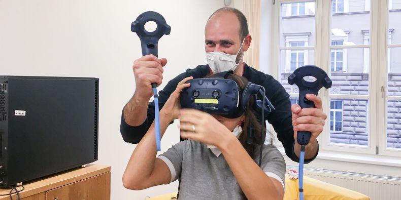 Různé typy zařízení pro virtuální realitu by se v budoucnu mohly stát standardním vybavením škol.